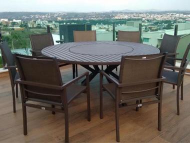 Conjunto de mesa com furo para ombrelone e poltronas em tela sling
