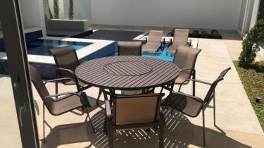 Mesa Ripada com Giro Central e Cadeiras Tela Sling
